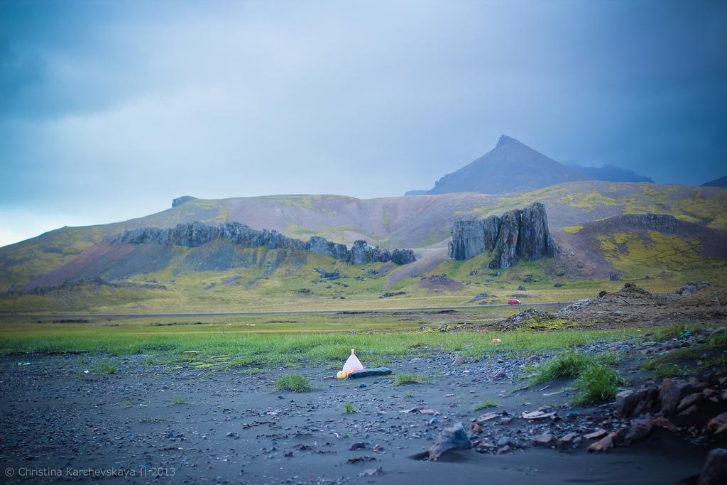 Исландия [9]: День 3, часть 1. Бескрайние поля на юге Исландии. Океан!