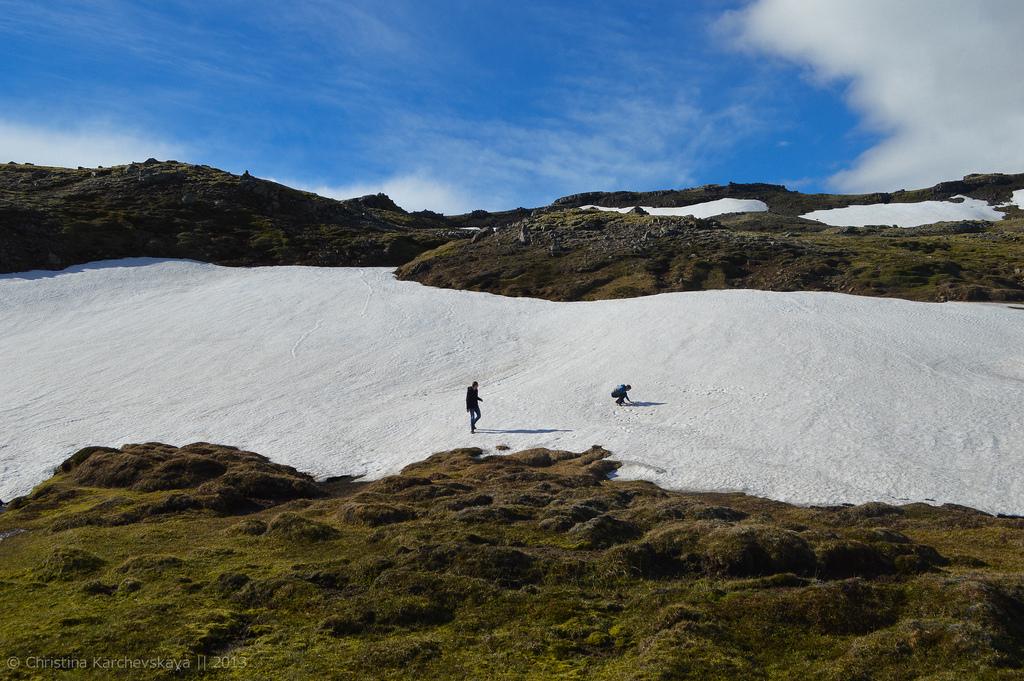 Исландия [10]: День 3, часть 2. Перевал, снежки и наконец-то солнце!