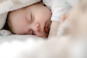 как научить ребенка спать всю ночь не просыпаясь
